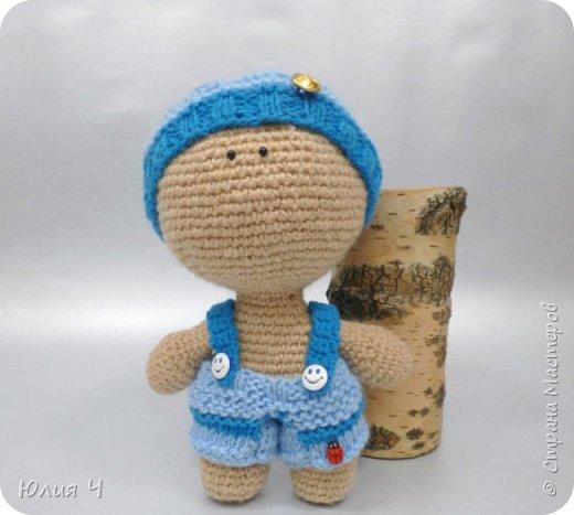 Доброго всем дня, дорогие друзья!Вот решила показать своих куколок, из последнего. Эту милую девчушку вязала по описанию  Юлии Шеенко. Очень уж она мне понравилась, захотелось связать такую светлую девочку. фото 7