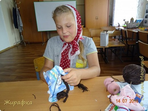 Народная куколка-девочка. фото 4