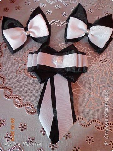 Школьный галстук и два банта для волос фото 3
