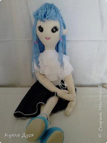Игровая кукла,рост-55 см, одежда снимается,прическа на выбор обладателя.Создаст доброе настроениеи будет верной кукольной подругой ребенку фото 1