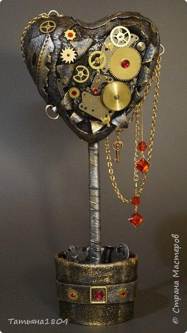 """Топиарий """"Механическое сердце"""". Высота 25 см. Натуральная кожа, детали часового механизма, стразы Сваровски, стразы стеклянные, цепи.  фото 1"""