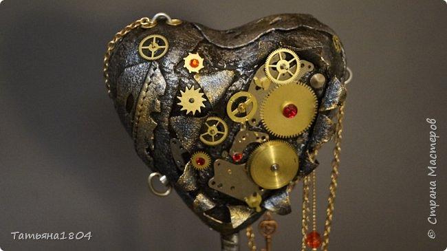 """Топиарий """"Механическое сердце"""". Высота 25 см. Натуральная кожа, детали часового механизма, стразы Сваровски, стразы стеклянные, цепи.  фото 3"""