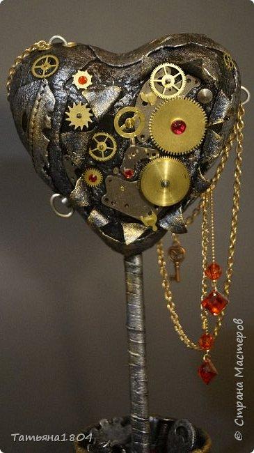 """Топиарий """"Механическое сердце"""". Высота 25 см. Натуральная кожа, детали часового механизма, стразы Сваровски, стразы стеклянные, цепи.  фото 8"""