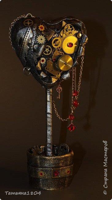 """Топиарий """"Механическое сердце"""". Высота 25 см. Натуральная кожа, детали часового механизма, стразы Сваровски, стразы стеклянные, цепи.  фото 2"""
