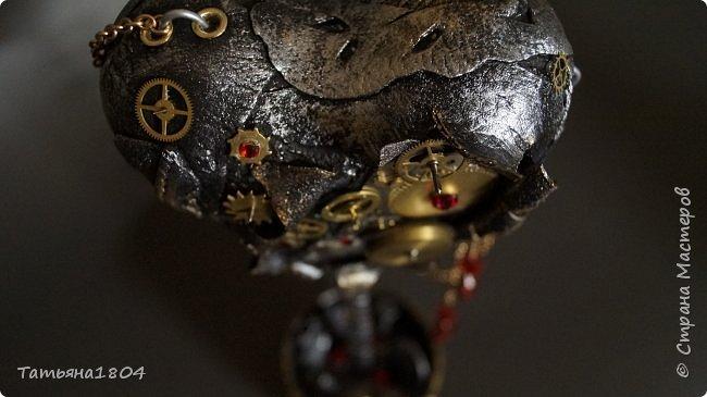 """Топиарий """"Механическое сердце"""". Высота 25 см. Натуральная кожа, детали часового механизма, стразы Сваровски, стразы стеклянные, цепи.  фото 11"""