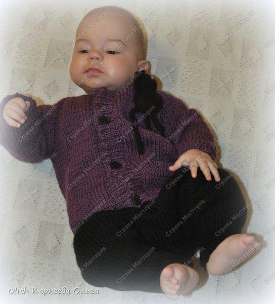 Здравствуйте. Хочу поделиться простым способом вязания штанишек для малыша. Комплект вязала для своего сыночка, на фото ему 5 месяцев. Вязала с небольшим запасом, сейчас жаркое лето, а вот месяца через 2-3 прохладными осенними денечками этот комплект будет очень кстати. фото 32