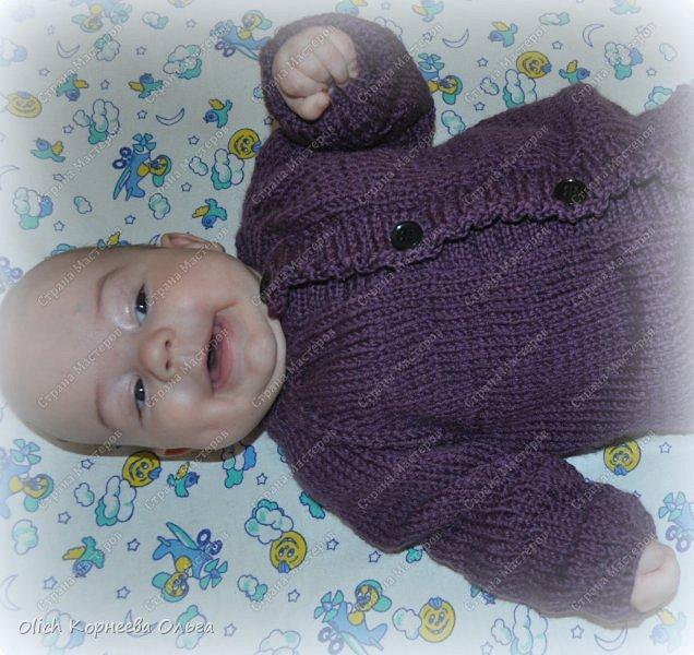 Здравствуйте. Хочу поделиться простым способом вязания штанишек для малыша. Комплект вязала для своего сыночка, на фото ему 5 месяцев. Вязала с небольшим запасом, сейчас жаркое лето, а вот месяца через 2-3 прохладными осенними денечками этот комплект будет очень кстати. фото 28