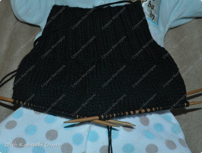 Здравствуйте. Хочу поделиться простым способом вязания штанишек для малыша. Комплект вязала для своего сыночка, на фото ему 5 месяцев. Вязала с небольшим запасом, сейчас жаркое лето, а вот месяца через 2-3 прохладными осенними денечками этот комплект будет очень кстати. фото 10