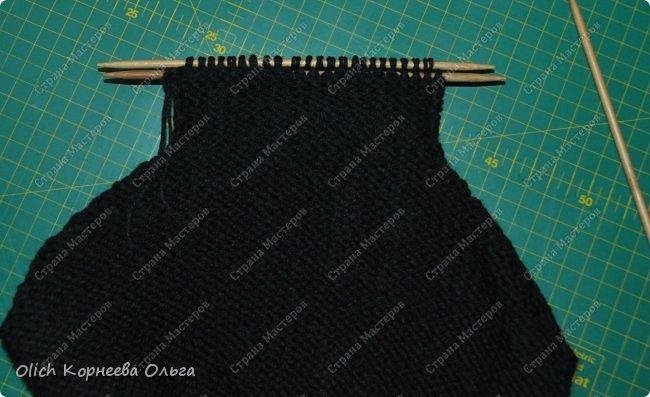 Здравствуйте. Хочу поделиться простым способом вязания штанишек для малыша. Комплект вязала для своего сыночка, на фото ему 5 месяцев. Вязала с небольшим запасом, сейчас жаркое лето, а вот месяца через 2-3 прохладными осенними денечками этот комплект будет очень кстати. фото 15