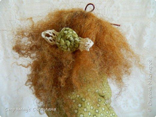 Доброго времени суток, всем кто заглянул! Моя новая куколка, на этот раз Тильда-садовница, с корзинкой яблок. фото 6