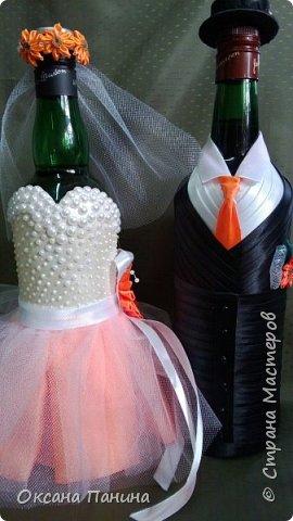 Вот така яркая свадьба!!!!Попросили чтоб наряды были максимально приближены к оригиналу, вроде получилось.....долго думала как сделать корсет и вот что придумала , я взяла и нарисовала его шпатлевкой в 2 слоя , получилось объемно , покрасила белым и затем перломутровой красками , затем приклеила полубусины (как у невесты на платье)..бусин не хватило ,пришлось дорисовывать  пастой для создания жемчужин...и еще пришлось осваивать канзаши , за что спасибо нашей Настеньки Куликовой за её видео МК, без неё не справилась бы.... фото 1