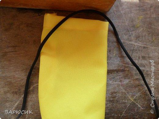Здравствуй Страна Мастеров! Сегодня я покажу как сделать вот такой мешочек для вещей.(извените за качество фото-ткань очень яркая) Материалы: ткань шнурок нитки по цвету машинка фото 10
