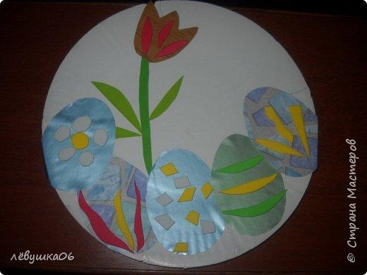 Добрый вечер жители СМ! представляем на суд наши небольшие творения. Такие тарелочки с делали с младшеньким ещё на Пасху-заготовки из самоклеящейся бумаги и остатки от объёмных аппликаций фото 1