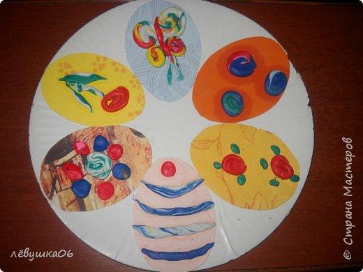 Добрый вечер жители СМ! представляем на суд наши небольшие творения. Такие тарелочки с делали с младшеньким ещё на Пасху-заготовки из самоклеящейся бумаги и остатки от объёмных аппликаций фото 2