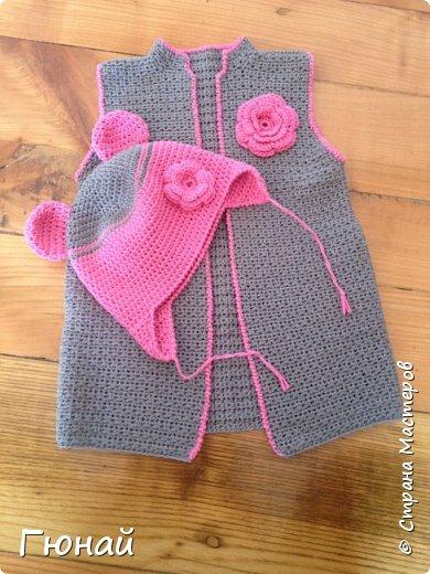 Комплек шапка жилетик для малышки фото 1