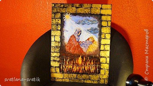 """Это панно меня попросил сделать - повторить (давнишнее мое """"ваяние"""")  сын в подарок на день рождения  моей невестке.Пришлось покопаться в памяти. Что из этого получилось, выставила на ваше судейство.Таким пано я украсила когда-то печь, т.е. закрыла некрасивое в печи))).Это пано представляет камин. Когда  на огонь смотришь, задумываешься и видишь мадонну с младенцем.Ну, как-то так было задумано. Название не придумала.Использовала: основа - фанера, кирпичики - картон, наждачная бумага, ножницы, нож канцелярский, решетка - проволока, клей момент универсальный, краски акриловые, кисти, губка для """"чпоканья"""", лак акриловый светлый( к сожалению не нашла лак потемнее. Пришлось лакировать светлым лаком. на следующий год приеду к моим детям,привезу темный лак и исправлю),также использовала краску """"Золото скифов"""".  Дальше без слов в деталях.  фото 1"""