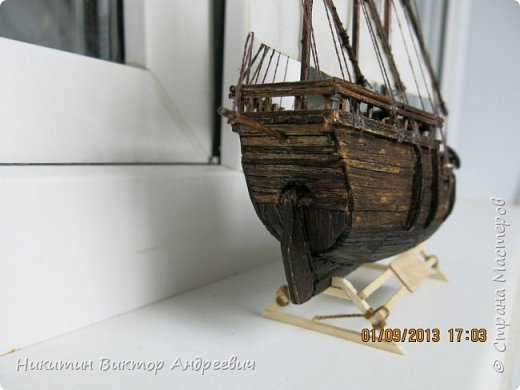 Вашему вниманию предлагается каравелла Нинья, одно из судов Колумба. Процесс изготовления тот же, что и в моей работе по созданию китайской Джонки. Во всех моих работах покупается только клей и краски. Остальные материалы - это как правило отслуживший деревянный мусор :-) фото 28