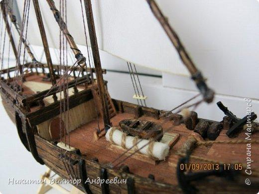 Вашему вниманию предлагается каравелла Нинья, одно из судов Колумба. Процесс изготовления тот же, что и в моей работе по созданию китайской Джонки. Во всех моих работах покупается только клей и краски. Остальные материалы - это как правило отслуживший деревянный мусор :-) фото 29