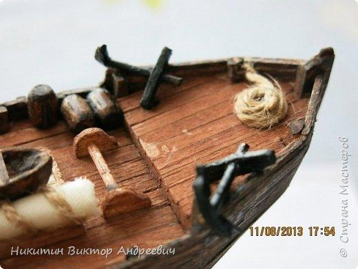 Вашему вниманию предлагается каравелла Нинья, одно из судов Колумба. Процесс изготовления тот же, что и в моей работе по созданию китайской Джонки. Во всех моих работах покупается только клей и краски. Остальные материалы - это как правило отслуживший деревянный мусор :-) фото 21