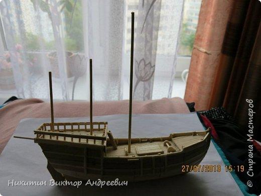 Вашему вниманию предлагается каравелла Нинья, одно из судов Колумба. Процесс изготовления тот же, что и в моей работе по созданию китайской Джонки. Во всех моих работах покупается только клей и краски. Остальные материалы - это как правило отслуживший деревянный мусор :-) фото 15