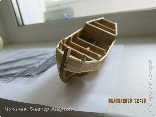 Вашему вниманию предлагается каравелла Нинья, одно из судов Колумба. Процесс изготовления тот же, что и в моей работе по созданию китайской Джонки. Во всех моих работах покупается только клей и краски. Остальные материалы - это как правило отслуживший деревянный мусор :-) фото 8