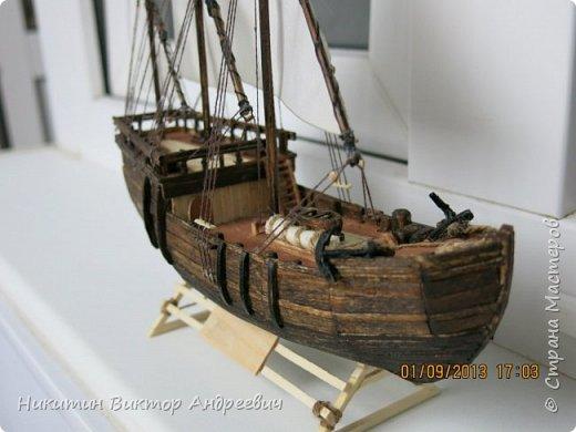 Вашему вниманию предлагается каравелла Нинья, одно из судов Колумба. Процесс изготовления тот же, что и в моей работе по созданию китайской Джонки. Во всех моих работах покупается только клей и краски. Остальные материалы - это как правило отслуживший деревянный мусор :-) фото 25