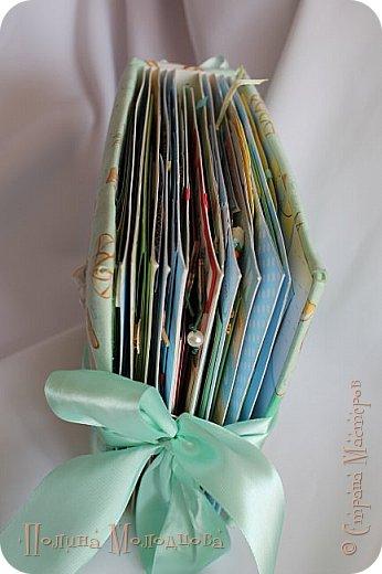 Здравствуйте, жители СМ! Сегодня выношу на ваш суд свой первый альбом в технике скрапбукинг. Альбом размером 20*20, в тканевой мягкой обложке, 11 разворотов, вмещает почти 140 фотографий 10*15 и 9*13. Использовала чипборды, атласные ленты, вощеный шнур, пуговицы, бумажные цветы, теги. Этот альбом делала для нашей бабушки, которая очень мне помогает с детьми, она давно у нас просила фотографии внуков и просила именно в бумажном варианте, так как за компьютером она сидит только на работе, а дома - он ей не нужен. Вообщем, я замахнулась на целый скрап-альбом для бабушки с фотографиями все внуков! Делала, как и все новички, по МК Viki-Handmade http://stranamasterov.ru/node/797400?c=favorite. В конце блога для тех, кто тоже хочет попробовать себя в скрапе расскажу о своих ошибках - чтобы вы их смогли избежать)))))))   фото 5
