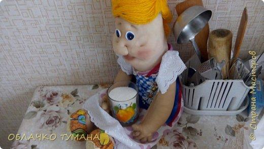 Всем доброго времени суток! Решили мы сегодня с Фрекен бок испечь дрожжевых булочек. Да не простых,а с черникой. как раз сейчас сезон. Фрекен пообещала, что будет помогать. Так давайте же начнем! фото 6