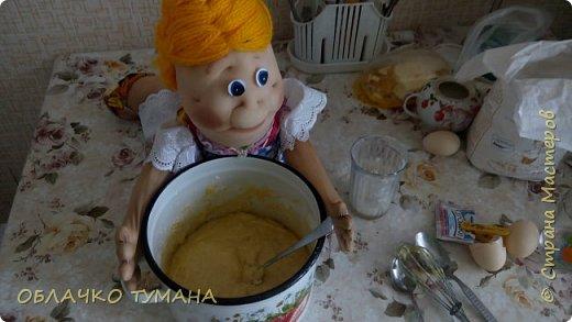Всем доброго времени суток! Решили мы сегодня с Фрекен бок испечь дрожжевых булочек. Да не простых,а с черникой. как раз сейчас сезон. Фрекен пообещала, что будет помогать. Так давайте же начнем! фото 12