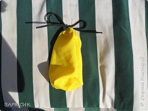 Здравствуй Страна Мастеров! Сегодня я покажу как сделать вот такой мешочек для вещей.(извените за качество фото-ткань очень яркая) Материалы: ткань шнурок нитки по цвету машинка фото 1