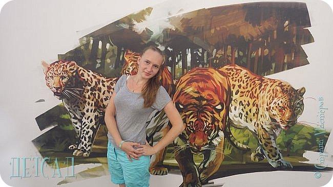 У входа в Главный универсальный магазин (ГУМ) со стороны Красной площади открылась выставка оригинальных скульптур уникальных диких кошек, обитающих в нашей стране: амурского тигра и дальневосточного леопарда. фото 1