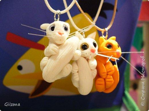 Здравствуйте!  Вот и обещанные рыжий и белый, даже - два белых. Очень надеюсь, что на этом мои очумелые ручки угомонятся и прекратят, наконец, кропать загадочных маленьких зверьков, которых я называю котятами :)  Это первый белый :) фото 4