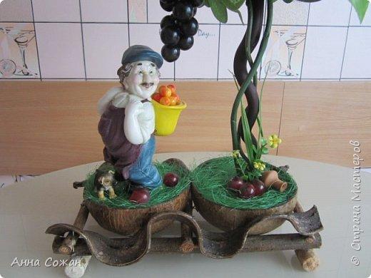 """Всем привет! Виноградный топиарий! Ура, свершилось! Идея виноградного топиария зрела давно, всё началось с фигурки забавного грузина, которого купила в переходе у бабульки. Фигурку отмыла, отреставрировала и стала думать как и что сделать к нему. Моё знакомство с Еленой Нечаевой, мастером от Бога, мою мечту приближало """"Надышавшись"""" её творческой атмосферой и  напросившись к ней на мастер-класс я взялась за работу! Леночка спасибо большое, учла все твои замечания! Я довольна результатом! Топиарий сделала сестре в подарок! фото 12"""