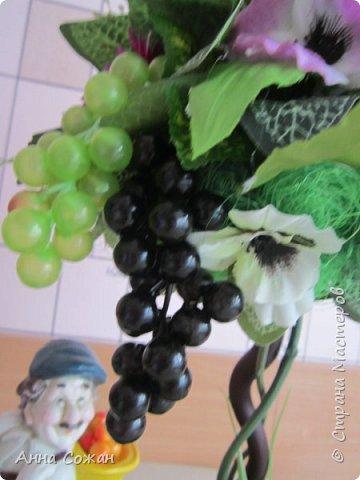 """Всем привет! Виноградный топиарий! Ура, свершилось! Идея виноградного топиария зрела давно, всё началось с фигурки забавного грузина, которого купила в переходе у бабульки. Фигурку отмыла, отреставрировала и стала думать как и что сделать к нему. Моё знакомство с Еленой Нечаевой, мастером от Бога, мою мечту приближало """"Надышавшись"""" её творческой атмосферой и  напросившись к ней на мастер-класс я взялась за работу! Леночка спасибо большое, учла все твои замечания! Я довольна результатом! Топиарий сделала сестре в подарок! фото 13"""