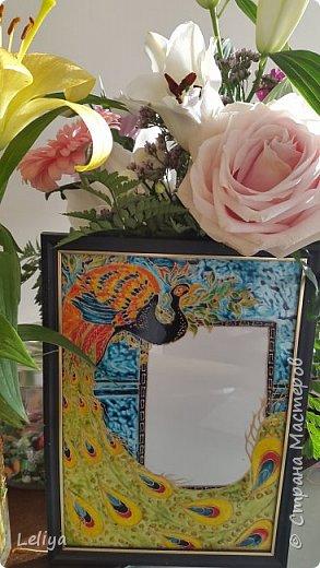 Красавица мой павлин.... Много тут нераскажеш просто рамочка в подарок. Нарисовнна красками Pebeo на водяной основе, запекаемые ( запекала вазу раскрашенную етими красками и мыла в пoсудомойке ничего несмылос, неслезло и непотресклось ) фото 1