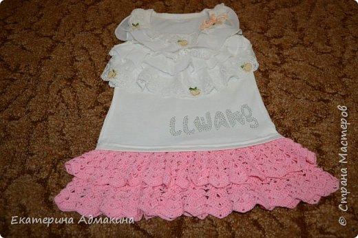 Купила в магазине футболку и решила сделать из нее платье. Для этого взяла крючок 1,25 и остатки пряжи, единственное что о ней известно это 100% хлопок, тонкие. фото 1