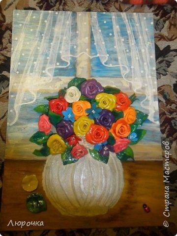нарисовала окно с тюлькой, цветы пластилин, ваза шпаклевка мастихином, фоток мало получилось. фото 1