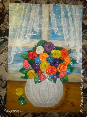 нарисовала окно с тюлькой, цветы пластилин, ваза шпаклевка мастихином, фоток мало получилось. фото 2