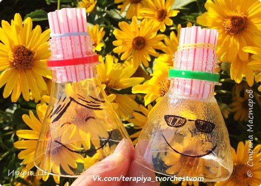 Запускаем мыльные пузыри из пластиковой бутылки и трубочек для напитков.