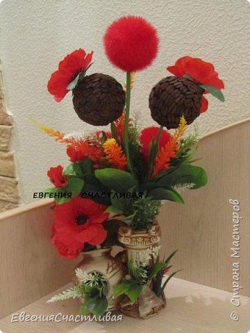 """""""МАКОВКА""""- использованы натуральные кофейные зерна, искусственные цветы-  маки, флор зелень, металлический декор-подкова, керамическая подставка, декоративные шары фото 2"""