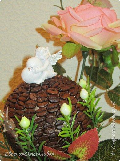 """""""МАКОВКА""""- использованы натуральные кофейные зерна, искусственные цветы-  маки, флор зелень, металлический декор-подкова, керамическая подставка, декоративные шары фото 9"""