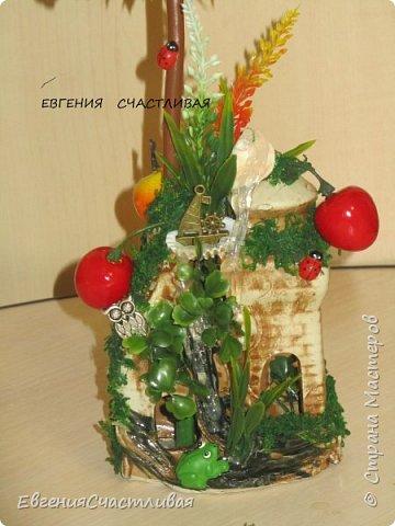 """""""Фруктовый сад"""" -использованы искусственные фрукты- виноград, яблоки нескольких видов и , сахарные ягодки, груша, флор зелень, металлический декор, керамическая подставка, искусственный мох, декор лягушка, б/коровка фото 2"""