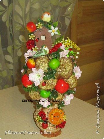 """""""Фруктовый сад"""" -использованы искусственные фрукты- виноград, яблоки нескольких видов и , сахарные ягодки, груша, флор зелень, металлический декор, керамическая подставка, искусственный мох, декор лягушка, б/коровка фото 11"""