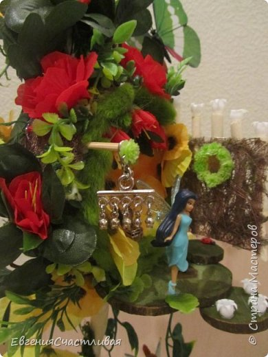 """""""ГНОМ-ПОДСОЛНУХ""""- использованы, сизаль 3 оттенков, искусственные цветы-подсолнух,  искусственные желуди, искусственные грибы, керамическая кашпо, спил оливы, декор металлический фото 6"""