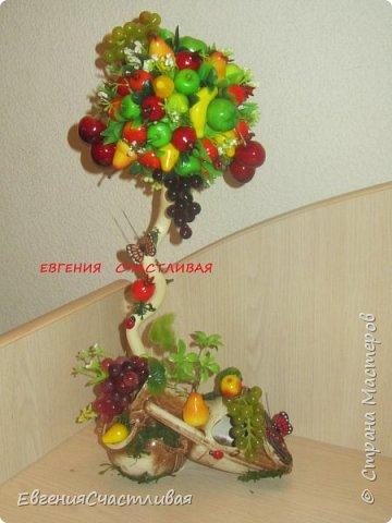 """""""Фруктовый сад"""" -использованы искусственные фрукты- виноград, яблоки нескольких видов и , сахарные ягодки, груша, флор зелень, металлический декор, керамическая подставка, искусственный мох, декор лягушка, б/коровка фото 8"""