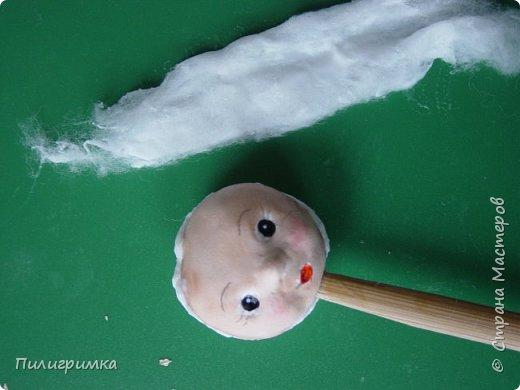 Лучший способ сделать личико для ватной игрушки - воспользоваться МК Ольги Симаковой  http://stranamasterov.ru/node/978317?c=favorite Но если у вас нет подходящей куколки? Помочь может обычный контейнер из-под бахил. Итак..  фото 11