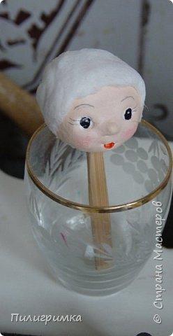 Лучший способ сделать личико для ватной игрушки - воспользоваться МК Ольги Симаковой  http://stranamasterov.ru/node/978317?c=favorite Но если у вас нет подходящей куколки? Помочь может обычный контейнер из-под бахил. Итак..  фото 12