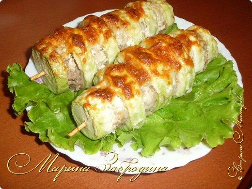 Пока кабачки еще молоденькие, можно сделать из них много вкусных блюд. Предлагаю приготовить кабачки с мясом на шпажках. Запекать их будем в духовке с сыром и сметаной. фото 1