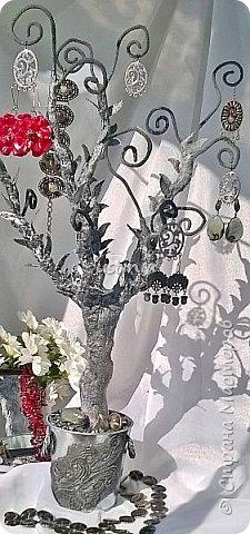 Дерево подставка для бижутерии.... Наряжая его в свои украшения..оно будет выглядеть по разному..!!! фото 11