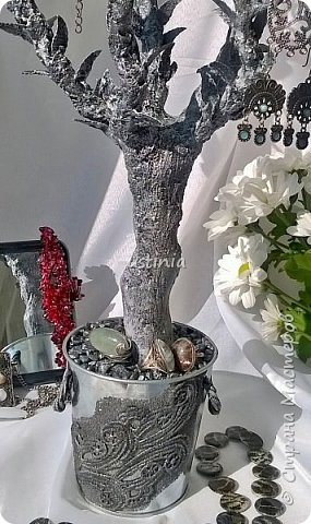 Дерево подставка для бижутерии.... Наряжая его в свои украшения..оно будет выглядеть по разному..!!! фото 2